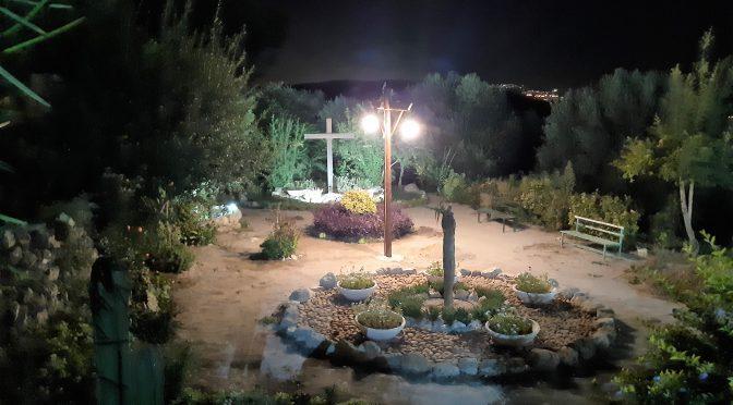 Iluminación y cosecha en la casa de santa Ana